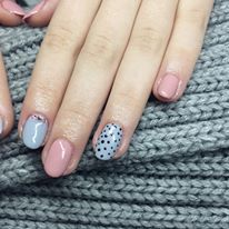 baby blue and pink gel lac polish