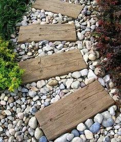 piedras y madera decorativos