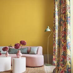 Interior designer and colour queen Sophie Robinson continues her colour crush feature and this time looks combining pink and yellow Interior Design Yellow, Sophie Robinson, Yellow Accessories, Pink Room, Yellow Walls, Room Colors, Room Interior, Living Rooms, Living Spaces