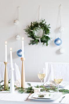 Weihnachtsdekoration... - Foto von Mitglied WIESOeigentlichnicht #solebich #interior #einrichtung #inneneinrichtung #deko #decor #dinigroom #dinigtable #christmas #advent #christmasdecor #esszimmer #esstisch #weihnachten #christbaumkugel #baubles #wreath #Kranz #candlestick #kerzenständer #kerzenhalter #tannenzweig #firtwig #tabledecor #tischdeko #christmaseve #weihnachtsabend #tischgedeck #cover