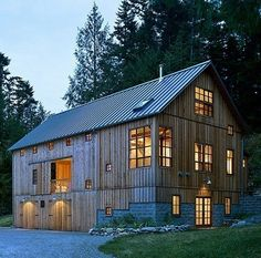 Barn House by Greene Partners Architecture and Design in Washington State. A single family residence from the timber frame of an c Vermont bank barn. Modern Barn, Modern Farmhouse, Architecture Design, Bank Barn, Casa Loft, Haus Am See, Barn Renovation, Barn Living, Living Room