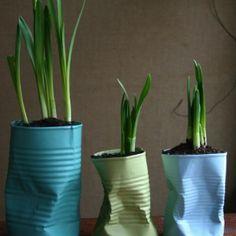 Vaser/potteskjulere af gamle dåser. Smart