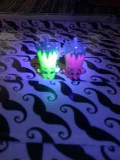glow in the dark shopkins