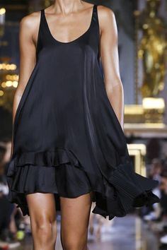 Love this little black dress Stella Mccartney Ready To Wear Spring Summer 2015 Paris Love Fashion, Runway Fashion, High Fashion, Fashion Show, Tennis Fashion, Fashion News, Latest Fashion, Looks Street Style, Looks Style