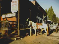Foresthill, CA: Can still ride into town for a cold one at the Red Dirt Saloon