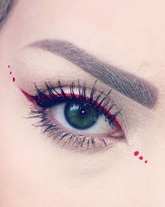 Rote Eyeliner-Tipps zum Valentinstag-Make-up - Red Eyeliner Tips for Valentine's Day Makeup - Makeup Goals, Makeup Inspo, Makeup Art, Makeup Inspiration, Hair Makeup, Red Makeup, Black Girl Makeup, Girls Makeup, Makeup Ideas