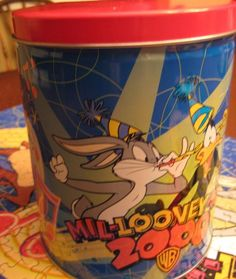 Looney Tunes 700 piece Jigsaw Puzzle in Tin  Mil-Looney-Um Year 2000 Warner Bros
