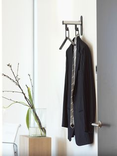 Tertio is the answer to attractively designed cloakroom systems for project design. The system designed by Gerard Kerklaan not only is functional and attractive, but also gives a welcoming feel. The modest wall coat rack Tertio HK is as standard available with 1, 2, 3 or 4 hangers. http://www.van-esch.com/en/products/coat-stand/wall-coat-rack-with-coat-hangers/tertio-hk