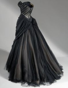i love the back of this dress, it's so cool