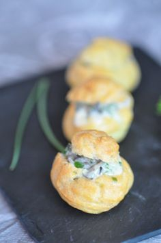 Gougères with snails and cancoillotte - Trend Appetizer Fine Dining 2019 Seafood Appetizers, Appetizer Recipes, Dinner Recipes, Eclairs, Recipes For Beginners, Keto Dinner, Fine Dining, Salmon Burgers, Bon Appetit