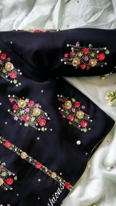 Stylish Dress Designs, Stylish Dresses, Embroidery Neck Designs, Hand Embroidery, Mirror Work Blouse Design, Indian Outfits, Indian Dresses, Maggam Work Designs, Blouse Designs Silk