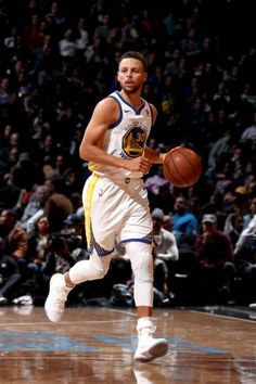Stephen Curry of the Golden State Warriors handles the ball against the Brooklyn Nets on November 19 2017 at Barclays Center in Brooklyn New York. Basketball Tricks, Basketball Workouts, Basketball Skills, Basketball Games, Basketball Players, Nba Players, Stephen Curry Basketball, New York Basketball, Nba Stephen Curry