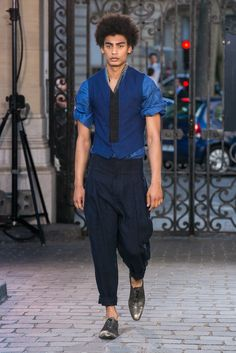 A look from the Haider Ackermann Spring 2016 Menswear collection.
