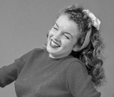 Marilyn Monroe by Andre de Dienes Young Marilyn Monroe, Marilyn Monroe Photos, Marylin Monroe, Pin Up, Joe Dimaggio, Rare Images, She Movie, Famous Photographers, Norma Jeane