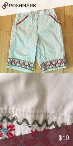Gymboree Bohemian 2000 Khaki Capri Gymboree Bohemian 2000 size 3 Khaki Capri with embroidered details. Elastic waist & zipper. Missing a few beads. 🎈all kids clothes are cross posted 🎈 Gymboree Bottoms Casual