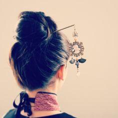 Pic à cheveux japonais, éventails et perles shamballa noire - esprit geisha. : Accessoires coiffure par mes-tites-lilis