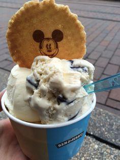 Ben & Jerry& Ice Cream in Disneyland, Parijs - Disney Snacks, Disney Food, Walt Disney, Amazing Food Photography, Paris Food, Disneyland Food, Adventures By Disney, Ben And Jerrys Ice Cream, Food Pictures