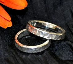 Partnerringe aus Silber. Bracelets, Jewelry, White Roses, Silver, Jewlery, Jewerly, Schmuck, Jewels, Jewelery