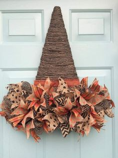 50 Cheap and Easy DIY Fall Wreaths. Celebrate Fall with these cheap and easy DIY Fall wreaths. Many of these wreaths can be made in under an hour with minimal supplies required and most of the materials needed can be found at Easy Fall Wreaths, Diy Fall Wreath, Wreath Crafts, How To Make Wreaths, Holiday Wreaths, Cheap Wreaths, Wreath Ideas, Fall Wreath Tutorial, Fall Garland