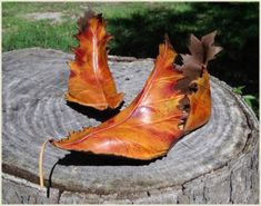"""Autumn leaf boots - cute for """"mother nature"""" or """"woodland fairy"""" costume.I would just wear these! Larp, Crazy Shoes, Me Too Shoes, Wierd Shoes, Awesome Shoes, Fairy Shoes, Elf Shoes, Men's Shoes, Kobold"""