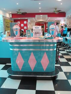 Kitchen. Marvelous 50 S Diner Kitchen Recepcionist Table Design. Vintage 50 S Diner Kitchen Design Ideas