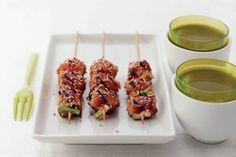 Japanse kipspiesjes met sesamzaad - Recept - Allerhande A Food, Good Food, Food And Drink, Sushi Bowl, Teppanyaki, Merian, Japanese Food, Tapas, Barbecue