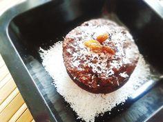 Rumovo-kokosový fitness mucake s hrozienkami. Aj tento recept nájdete v novej eknihe Fit koláčiky zo šálky.