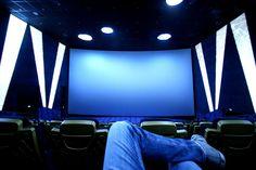 """30. Juni 2016: """"Warten auf IMAX. Pasching."""" Mehr Bilder auf: http://www.nachrichten.at/nachrichten/fotogalerien/weihbolds_fotoblog/ (Bild: Weihbold)"""