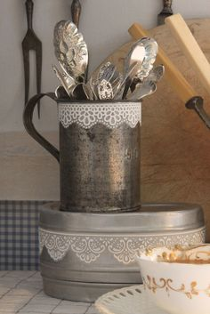 18 DIY Shabby Chic Home Decorating Ideas on a Budget - Turn an Old Metal Mug into a Cutlery Holder