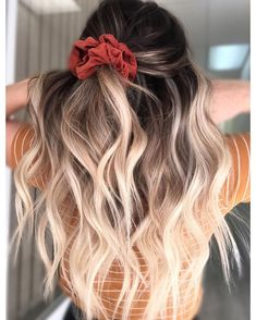 15 scrunchie hairstyles - how to make a scrunchie, a scrunchie bun, a hair . - 15 Scrunchie Hairstyles – How to Wear a Scrunchie, Scrunchie Bun, Hair Tie … – 15 Scrunchie H - Bronde Balayage, Bronde Hair, Hair Looks, Dyed Hair, Hair Inspiration, Inspiration Quotes, Curly Hair Styles, Hair Styles Teens, Hair Styles Casual