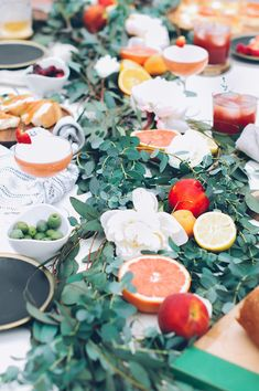 Beautiful dinner party setting - perfect colours and styling - with American Honey cocktails.