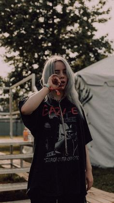 Billie Eilish, Pretty People, Beautiful People, Videos Instagram, Album Cover, Wallpapers Android, Iphone Wallpaper, Screen Wallpaper, Nature Wallpaper