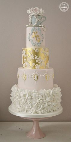 16 Smart Ways to Save on Your Wedding Cake
