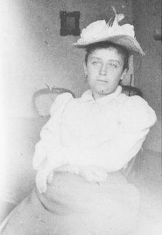 fbcdn-sphotos-b-a.akamaihd.net ᘛ camille claudel I886 portrait vintage eminent french sculptrice rare photography (fère-en-tardenois I864 † montfavet, avignon I943) un musée lui est dédié en france à  nogent sur marne