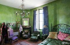 Chambre à coucher chez Miss Clara peint dans un camaïeu de vert