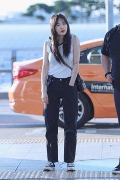 Hyuna Fashion, Fashion Idol, Kpop Fashion, Girl Fashion, Airport Fashion, Airport Style, Creations, Normcore, Popular
