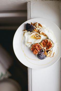 /skyr, figs, almonds + honey