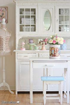 Shabby Chic Kitchen Dresser Painted in Old White #KitchenDresser, #cupboard, #White, #sündenherz, www.sündenherz.de