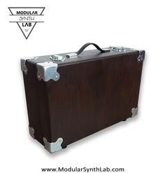 Transportable modular synth case by www.modularsythlab.com