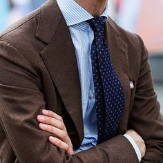 Gentleman Style 348677196150089544 - Brown sport coat, blue and white striped shirt, blue patterned silk tie Source by Mens Fashion Blog, Mens Fashion Suits, Mens Suits, Fashion Coat, Fashion News, Men's Fashion, Fashion Outfits, Brown Sport Coat, Blazer Outfits Men