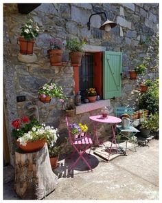 Great outdoor design ideas in traditional farmhouse style - Baustil Pink Furniture, Outdoor Furniture Sets, Outdoor Spaces, Outdoor Living, Outdoor Decor, Pergola, Summer Plants, Small Garden Design, Garden Pool