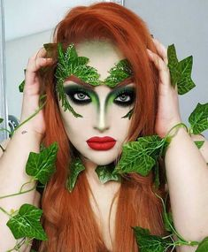 Poison Ivy Cosplay, Poison Ivy Halloween Costume, Poison Ivy Costumes, Scary Halloween Costumes, Halloween Kostüm, Halloween Cosplay, Diy Maquillage, Poison Ivy Makeup, Fantasias Halloween