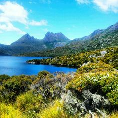 Cradle mountain Beautiful Places To Visit, Amazing Places, Cradle Mountain Tasmania, Places Around The World, Around The Worlds, Australia Landscape, Australia Travel, Mother Earth, Beautiful Landscapes