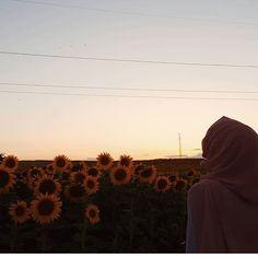 Hijabi Girl, Girl Hijab, Hijab Outfit, Cartoon Girl Drawing, Girl Cartoon, Muslim Tumblr, Modest Fashion Hijab, Cute Girl Photo, Photos Tumblr