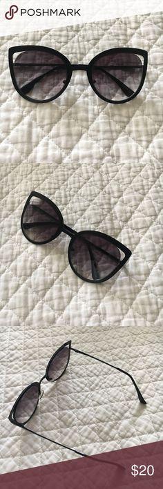 Sun glasses Worn twice on vacation. Accessories Sunglasses