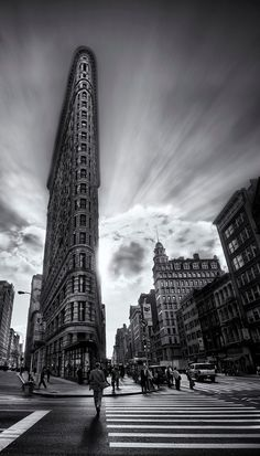 I like how the rule of thirds is used in this photo and it helps the Flatiron Building to stand out with the rest of New York. The texture within the surrounding area is good too. Flatiron Building, Building Building, Triangle Building, Urban Photography, Street Photography, Landscape Photography, Building Photography, Photography Ideas, Found Art