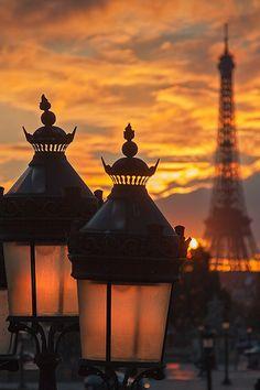 Paris tour Eiffel Sunset sunrise light xmas Christmas noel couché de soleil