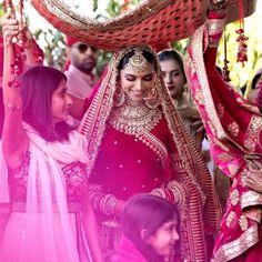 Celebrities Who Made The 2018 Year As The 'Year Of Sabyasachi Bridal Wear' Indian Celebrities, Bollywood Celebrities, Bollywood Fashion, Bollywood Actress, Bollywood Style, Deepika Ranveer, Deepika Padukone Style, Ranveer Singh, Aishwarya Rai