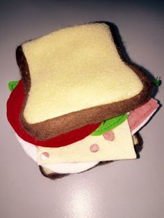 Sandwich jambon-salade-tomate-emmental