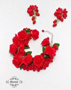 Set cu bujori | Breslo Polymer Clay, Floral Wreath, Wreaths, Metal, Jewelry, Decor, Fimo, Floral Crown, Jewlery